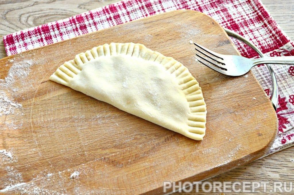 Фото рецепта - Чебуреки с куриным фаршем - шаг 8