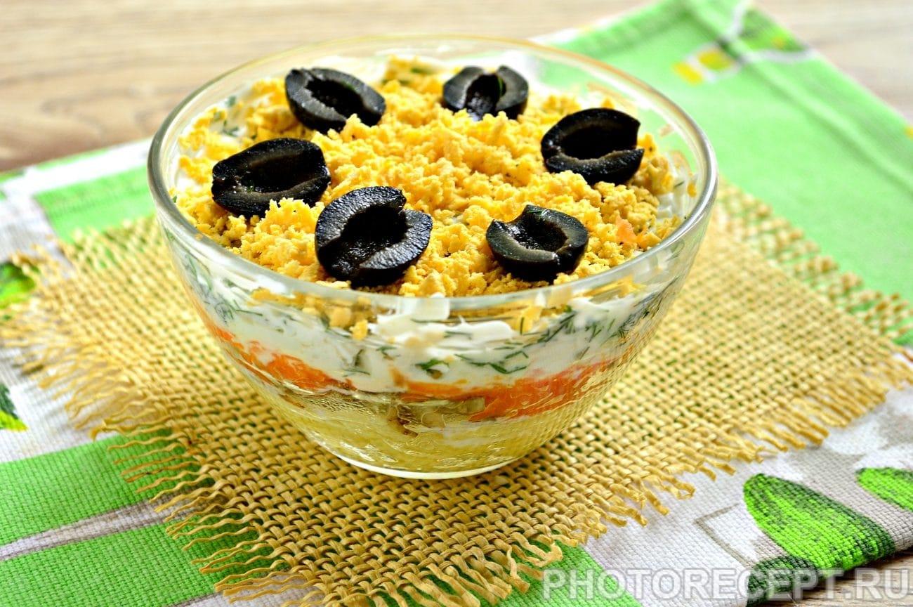 Слоеный салат с грибами и овощами