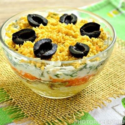 Слоеный салат с грибами и овощами - рецепт с фото