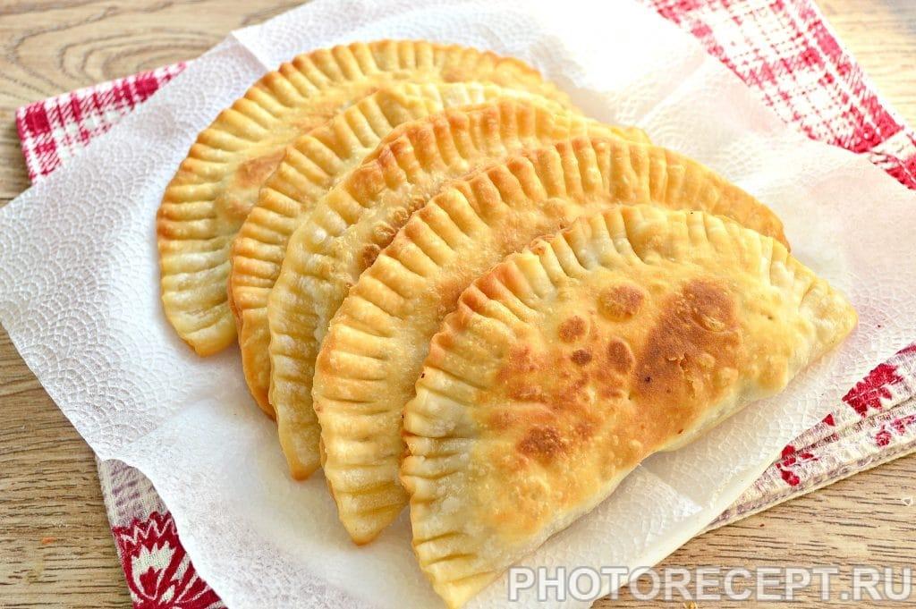 Фото рецепта - Чебуреки с куриным фаршем - шаг 9