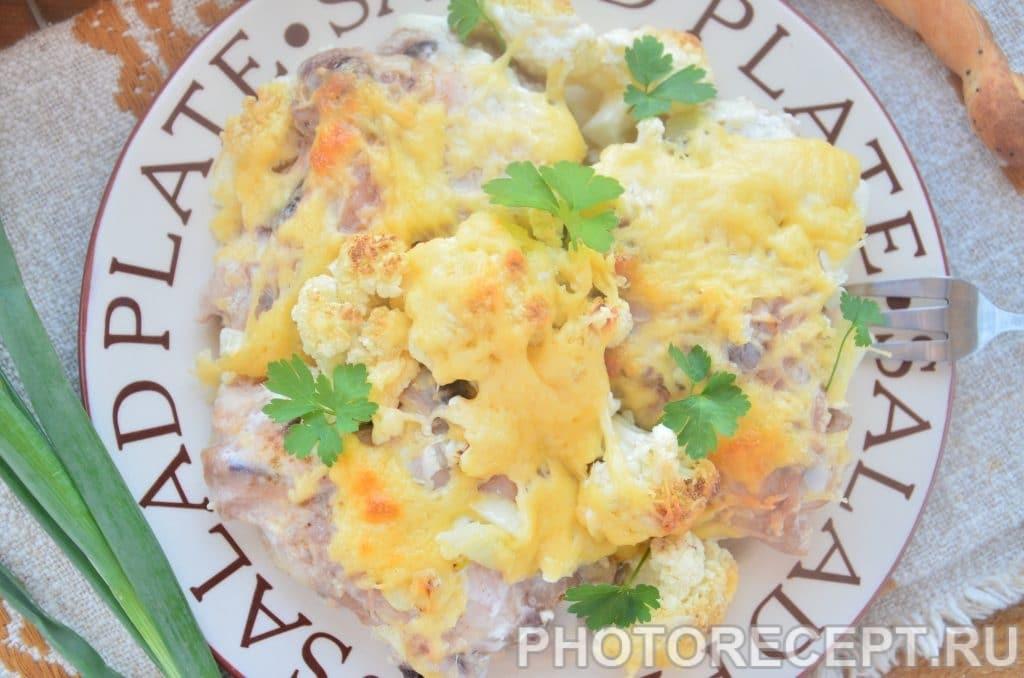 Фото рецепта - Куриные бедрышки, запеченные с цветной капустой под сыром - шаг 7