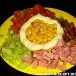 Цветной салат из кукурузы