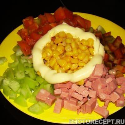 Цветной салат из кукурузы - рецепт с фото