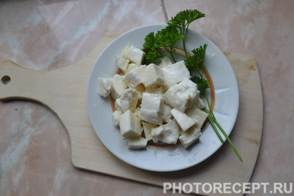 Фото рецепта - Греческий салат с оливками и домашней брынзой - шаг 6