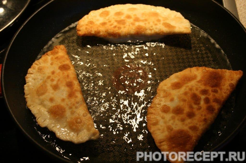 Фото рецепта - Вкусные чебуреки из индюшиного фарша - шаг 18