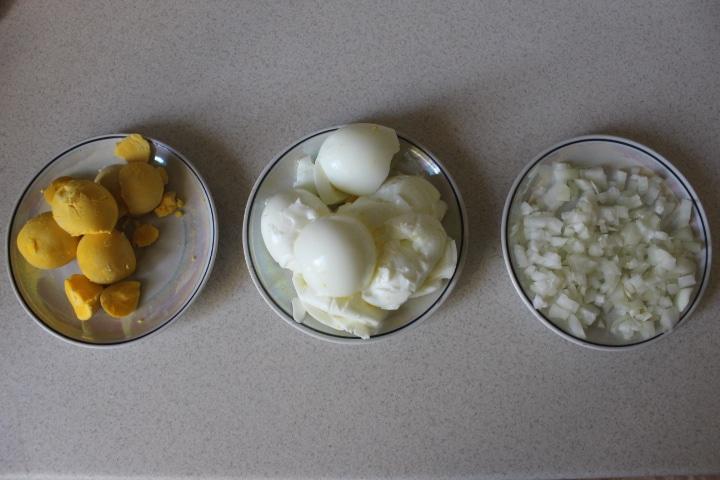Фото рецепта - Нежный салат Мимоза с лососем - шаг 2
