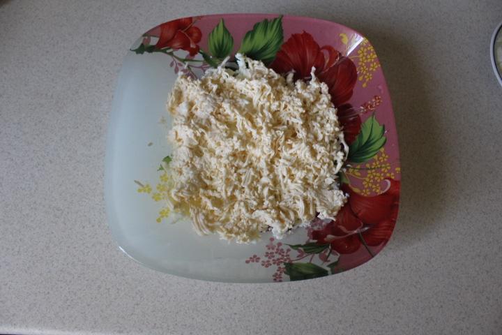 Фото рецепта - Нежный салат Мимоза с лососем - шаг 4