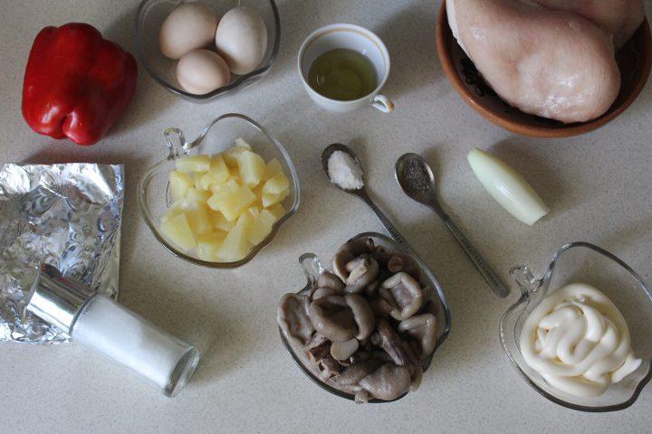 Фото рецепта - Салат «Бабье лето» с лесными грибами - шаг 1