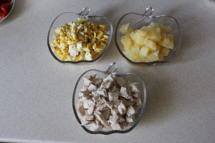 Фото рецепта - Салат «Бабье лето» с лесными грибами - шаг 7