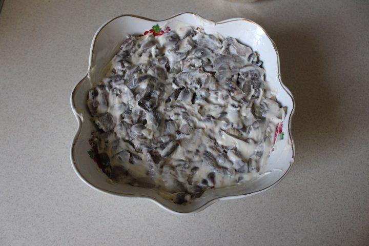 Фото рецепта - Салат «Бабье лето» с лесными грибами - шаг 13
