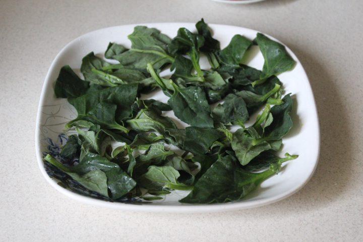 Фото рецепта - Салат «Цезарь» с шпинатом - шаг 10