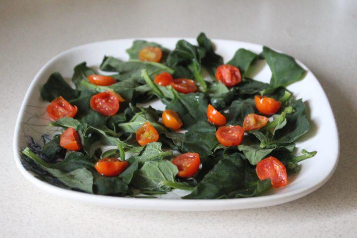 Фото рецепта - Салат «Цезарь» с шпинатом - шаг 11