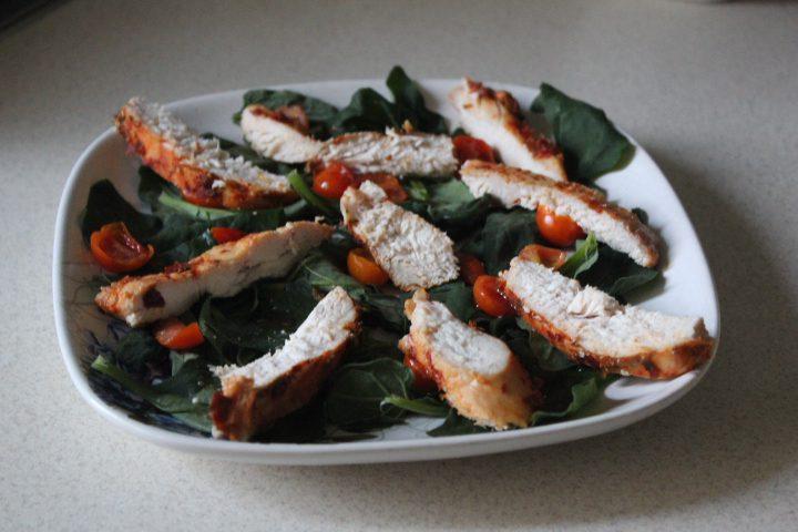 Фото рецепта - Салат «Цезарь» с шпинатом - шаг 12