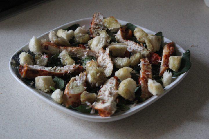 Фото рецепта - Салат «Цезарь» с шпинатом - шаг 14