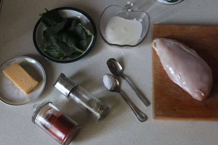 Фото рецепта - Пряные куриные рулеты с сыром и шпинатом - шаг 1