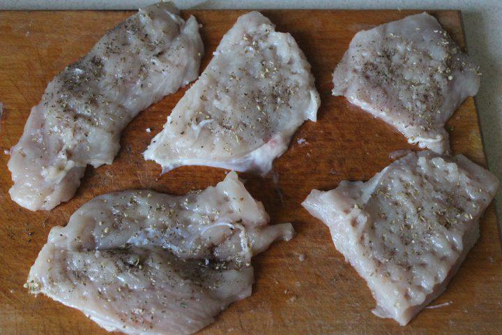 Фото рецепта - Пряные куриные рулеты с сыром и шпинатом - шаг 4