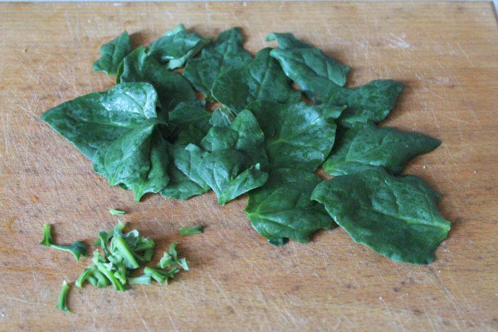 Фото рецепта - Пряные куриные рулеты с сыром и шпинатом - шаг 6