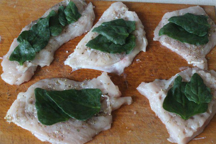 Фото рецепта - Пряные куриные рулеты с сыром и шпинатом - шаг 9