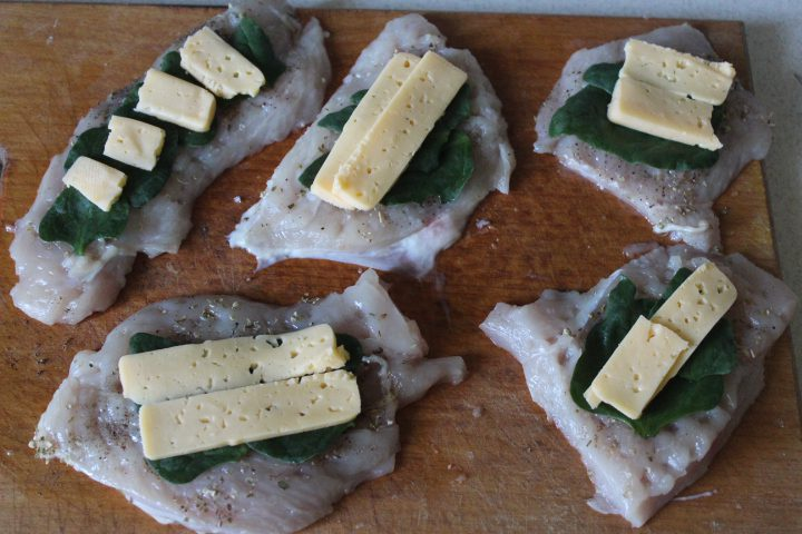 Фото рецепта - Пряные куриные рулеты с сыром и шпинатом - шаг 10