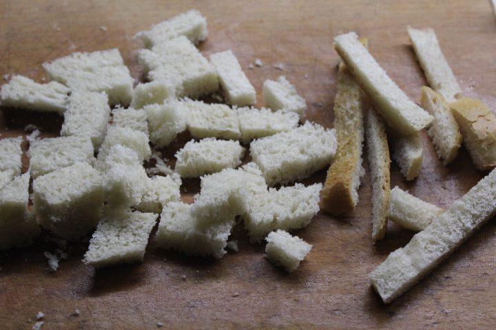 Фото рецепта - Тыквенный суп-пюре с чесночными сухариками и сыром - шаг 5