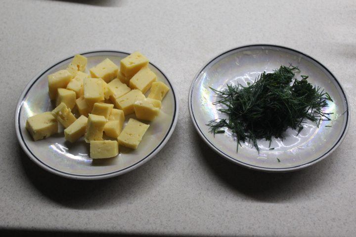 Фото рецепта - Тыквенный суп-пюре с чесночными сухариками и сыром - шаг 8