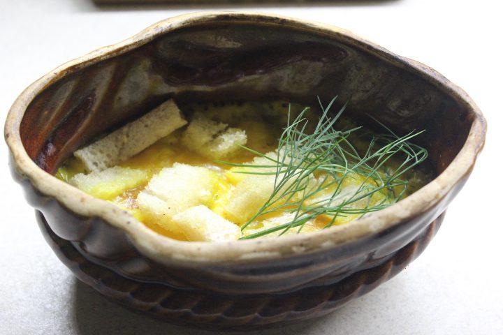 Фото рецепта - Тыквенный суп-пюре с чесночными сухариками и сыром - шаг 14