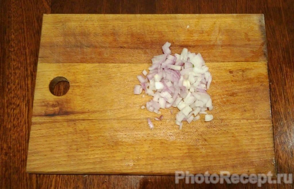 Фото рецепта - Салат из капусты, огурцов, ветчины и сыра - шаг 5