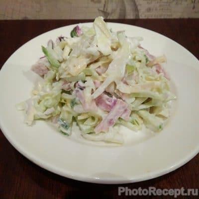 Салат из капусты, огурцов, ветчины и сыра - рецепт с фото