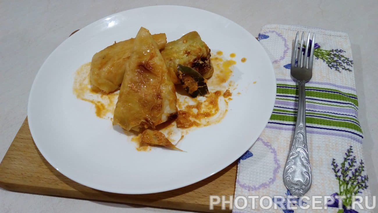 Голубцы запеченные в сливочно-томатном соусе под сырной коркой