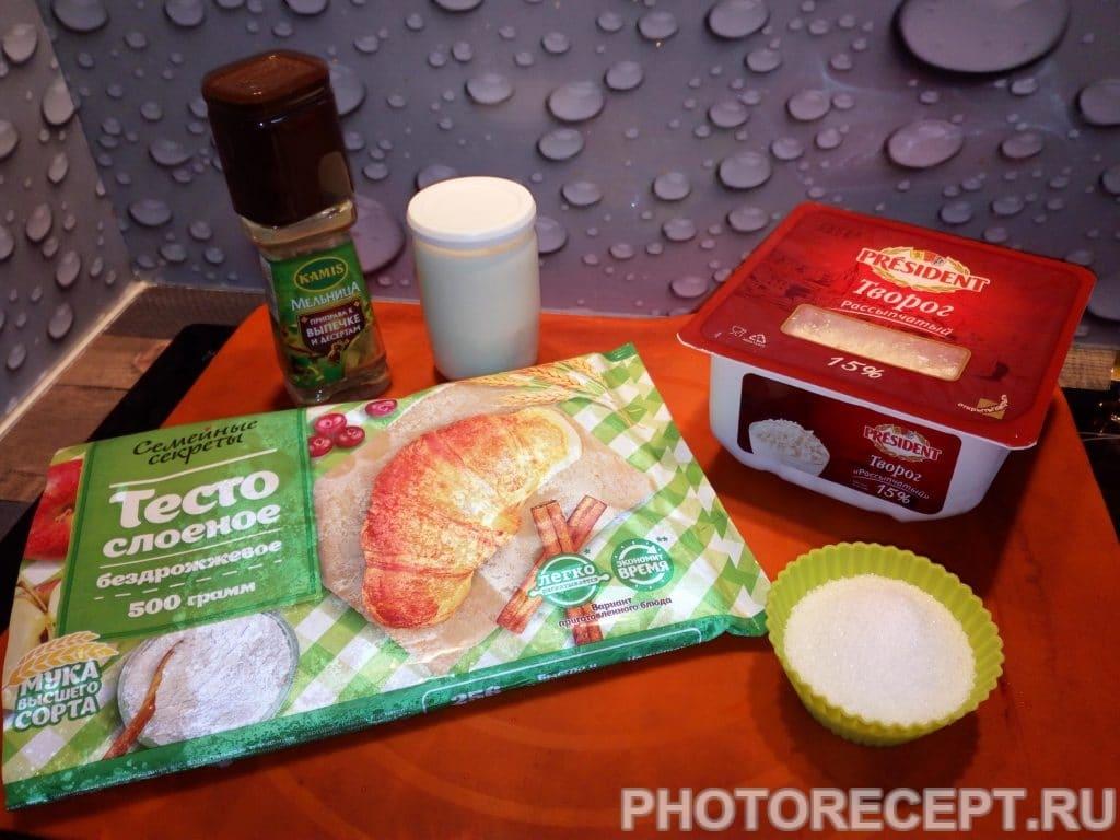 Фото рецепта - Ватрушки с творогом из слоеного теста - шаг 1