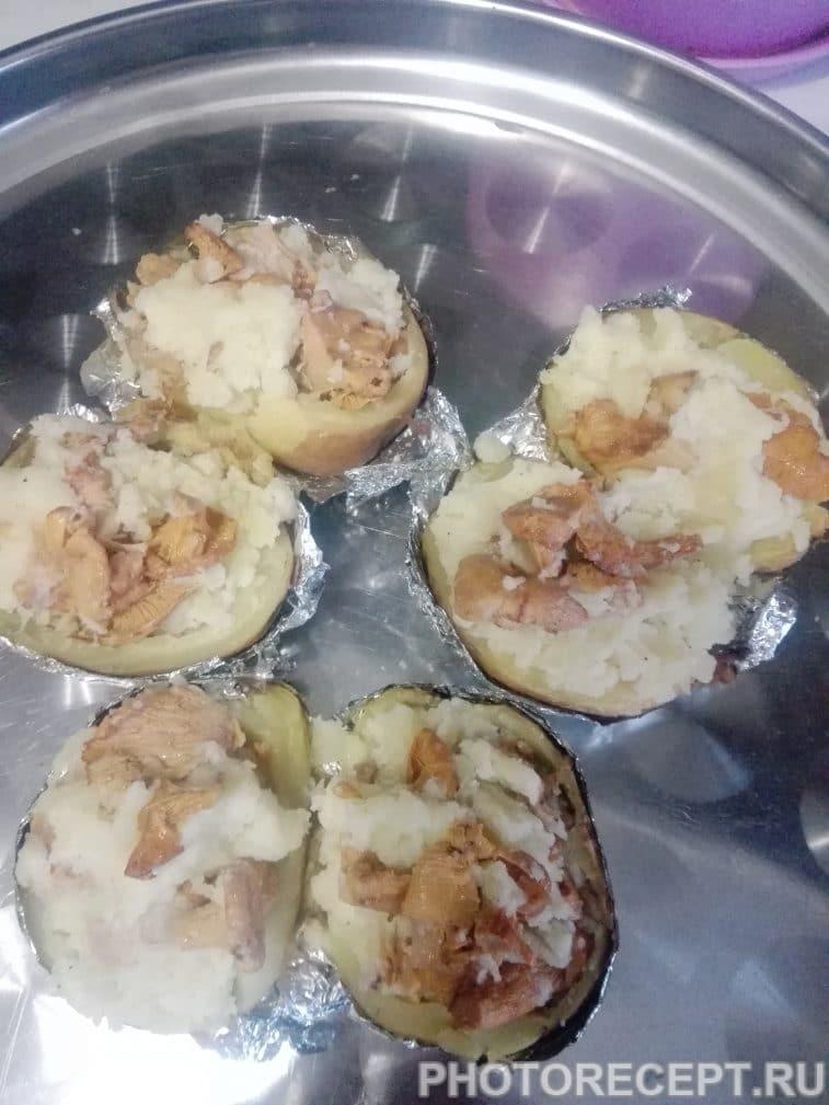 Фото рецепта - Запеченный картофель с лисичками - шаг 9