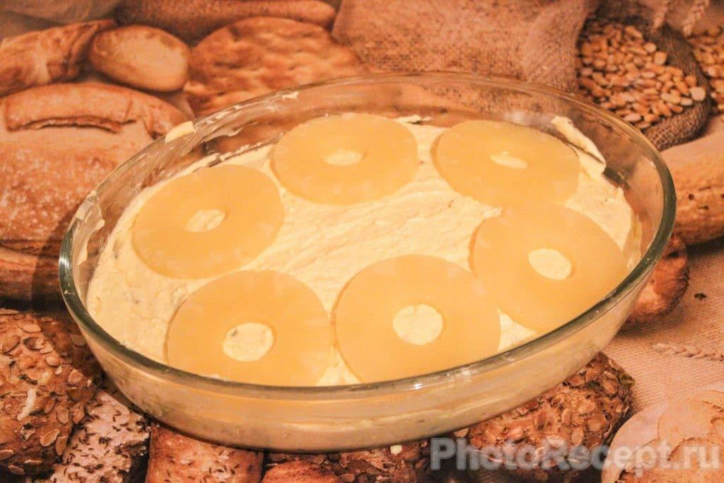 Фото рецепта - Запеканка из творога с изюмом и ананасами - шаг 8