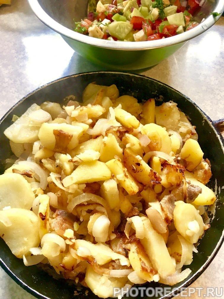 Фото рецепта - Жареная картошечка со шкварками - шаг 8