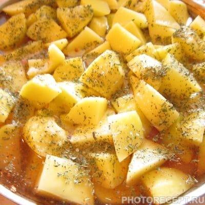 Фото рецепта - Курица с картошкой и яблоком на углях - шаг 3