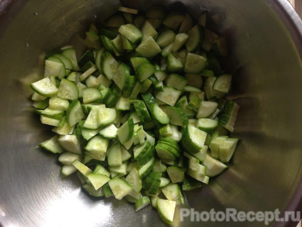 Фото рецепта - Салат из огурцов и кукурузы - шаг 1