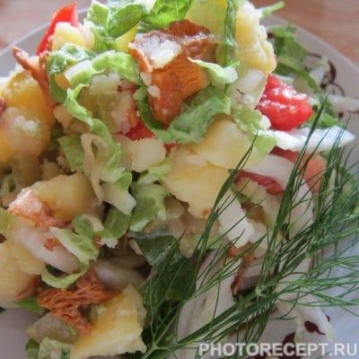 Фото рецепта - Тёплый салат с лисичками - шаг 6