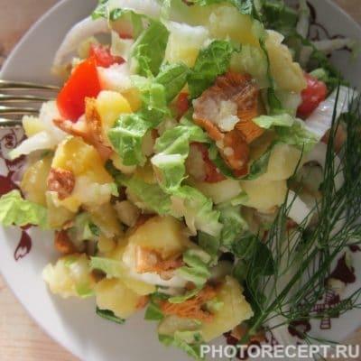 Фото рецепта - Тёплый салат с лисичками - шаг 7