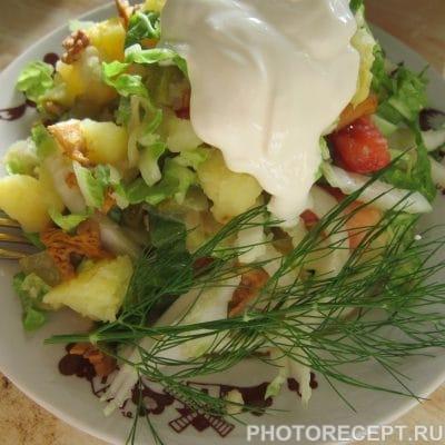 Тёплый салат с лисичками - рецепт с фото