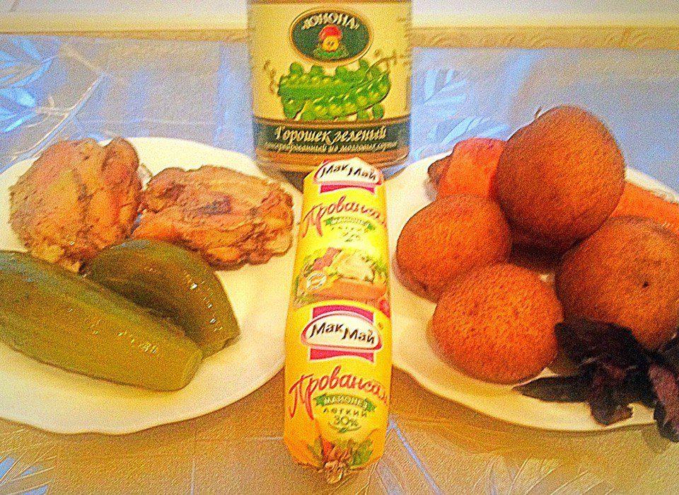 Фото рецепта - Классический салат Оливье с курицей - шаг 1