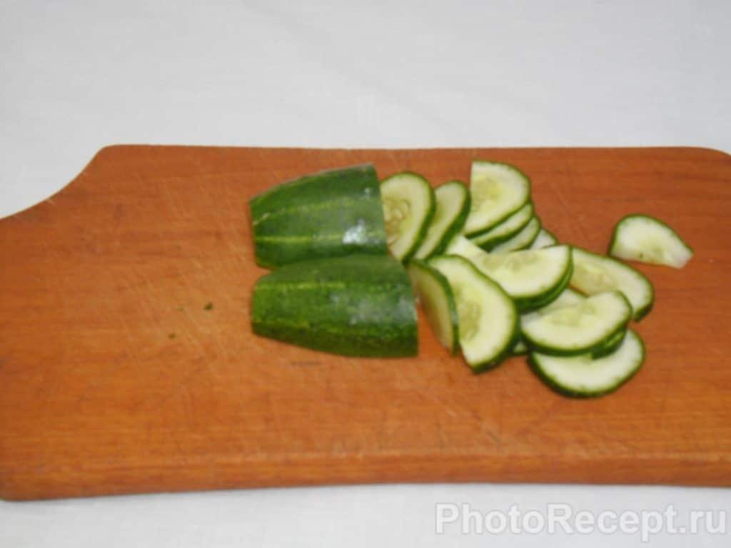 Фото рецепта - Сытный и быстрый салат из огурцов - шаг 6