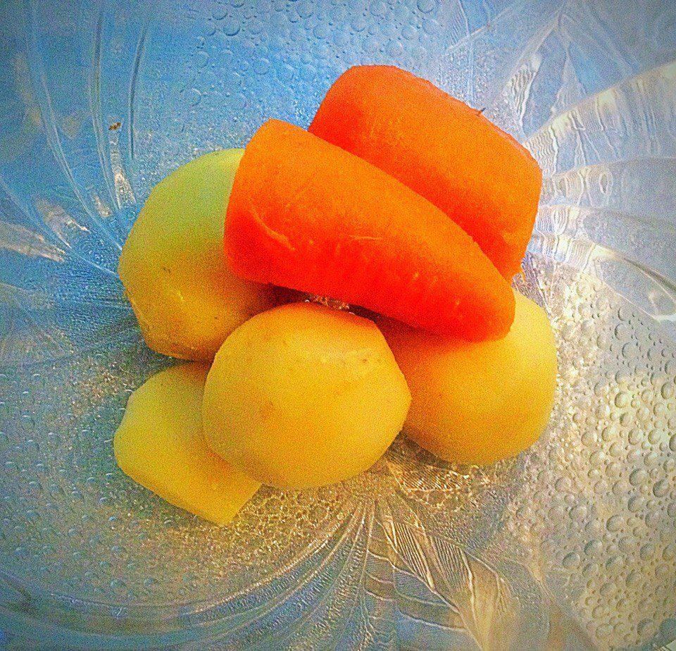 Фото рецепта - Классический салат Оливье с курицей - шаг 2
