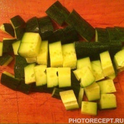 Фото рецепта - Греческий салат с твердым сыром - шаг 3