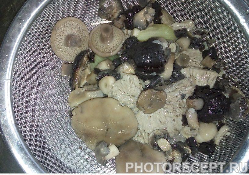 Фото рецепта - Грибной суп с лапшой - шаг 2