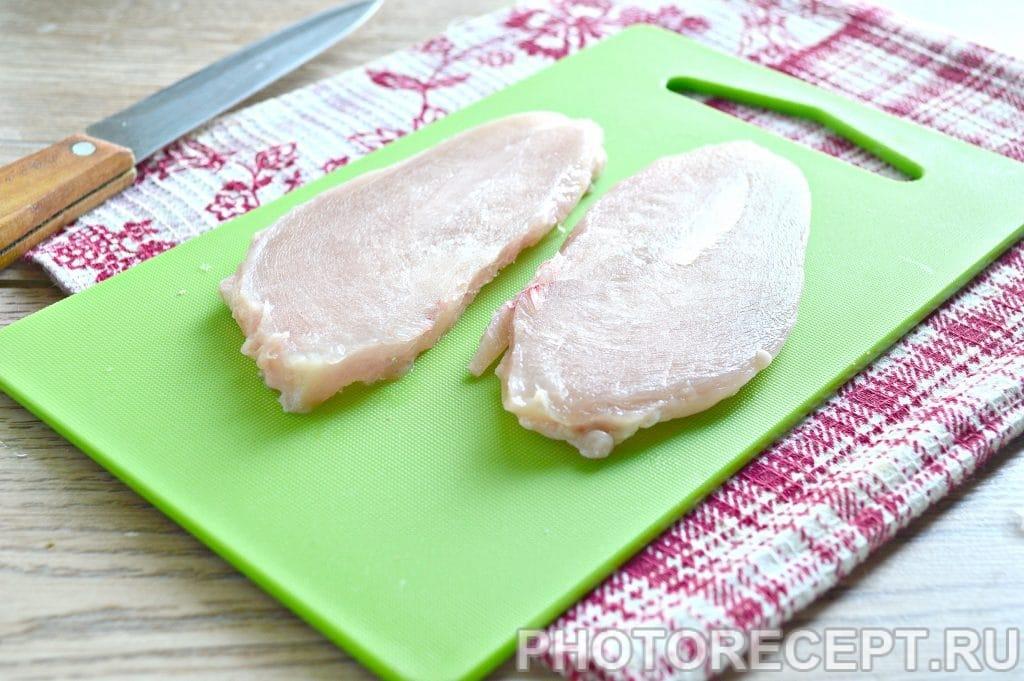 Фото рецепта - Отбивные из куриной грудки на сковороде - шаг 1