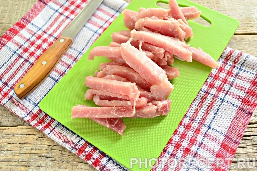Фото рецепта - Свинина тушеная с капустой - шаг 1