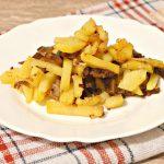 Жареная картошка с замороженными грибами