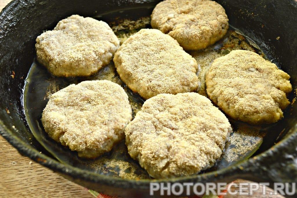 Фото рецепта - Рыбные котлеты из щуки в хрустящей панировке - шаг 10