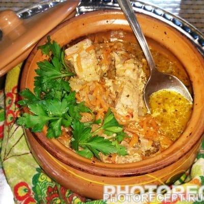 Жаркое из свинины с кефиром в горшочках - рецепт с фото