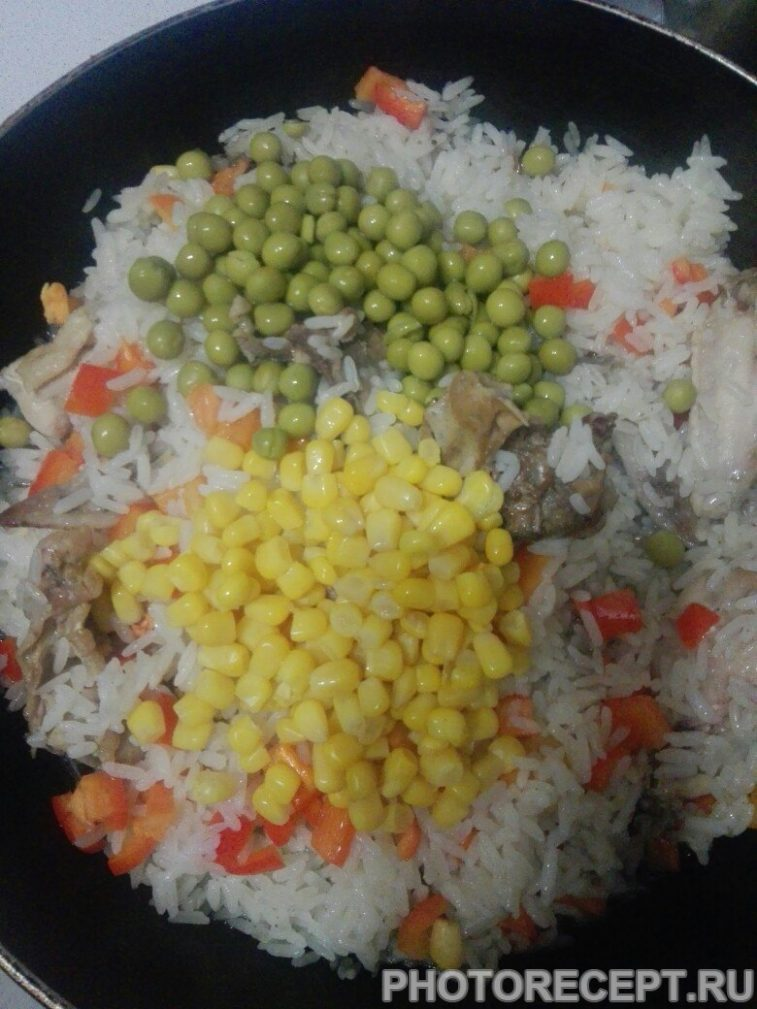 Фото рецепта - Тушеная курица с рисом и овощами - шаг 5