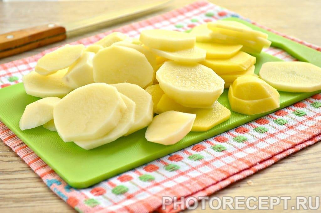 Фото рецепта - Картофельная запеканка с сыром и майонезом - шаг 2